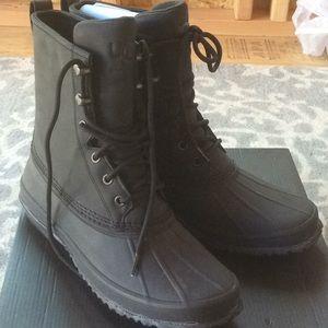 Ugg men yucca 11 Black NWB boot waterproof